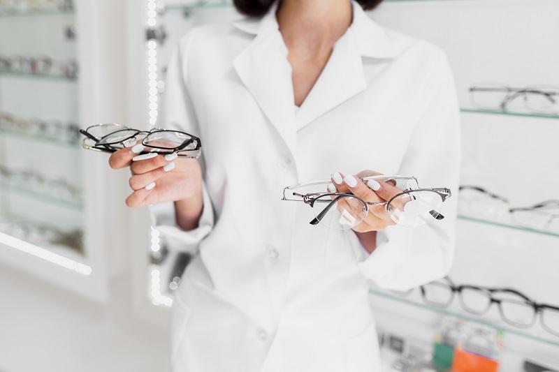 os primeiros óculos de grau