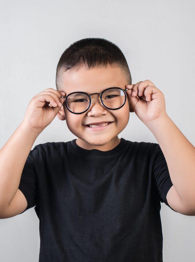 Óculos para crianças e adolescentes: como escolher?